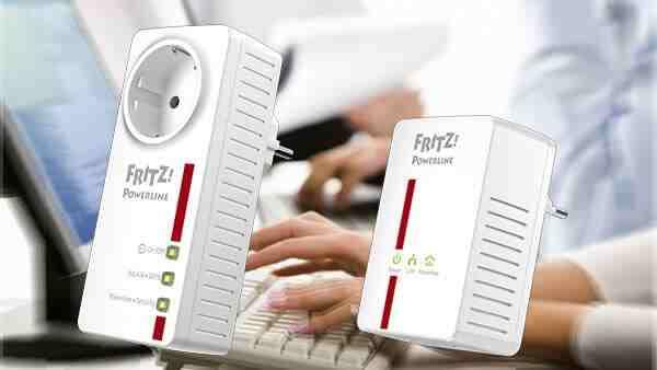 FRITZ!Powerline 546E, rechts: FRITZ!Powerline 500E. Bildnachweis: AVM